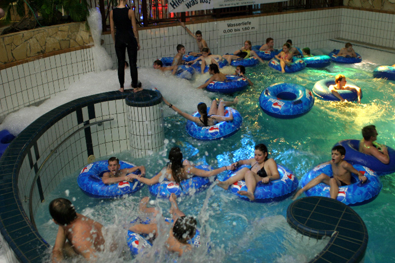Attraktionen & Rutschen - Freizeitbad und Sauna AQUANA